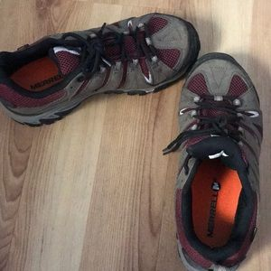 Women's 8.5 Merrill hiking boots